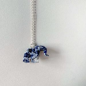collar-elefante-origami-azul-blancas-plata